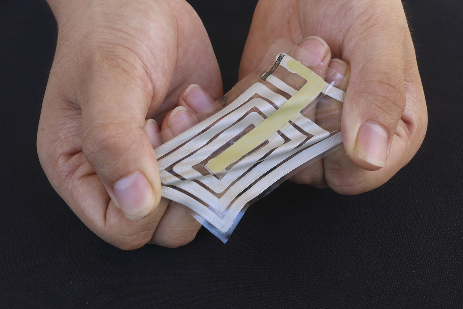 Wireless sensors that stick to the skin to track our health